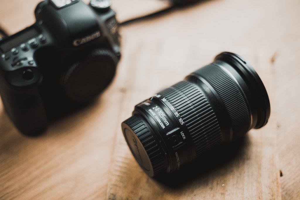 Giữa máy ảnh Mirrorless với DSLR: Ai hơn ai?